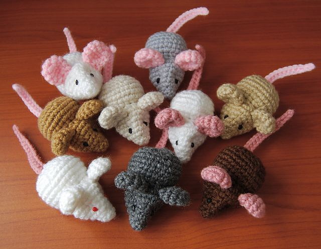 Mini Mouse pattern by Brenna Eaves | Mice, Ravelry and Minis