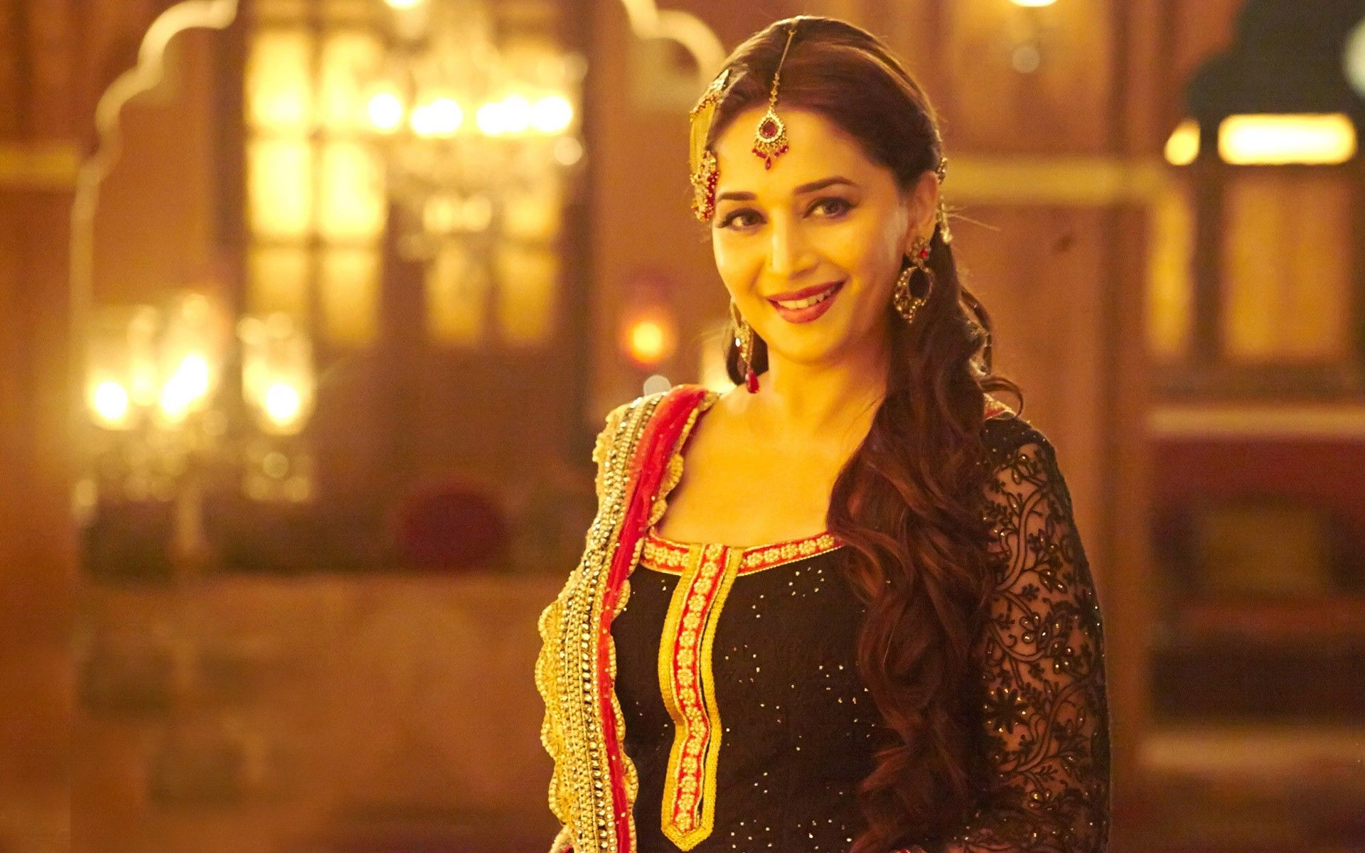 Wallpaper download madhuri dixit - Madhuri Dixit Finally Fulfills Her Wish Choreographs For A Tv Show