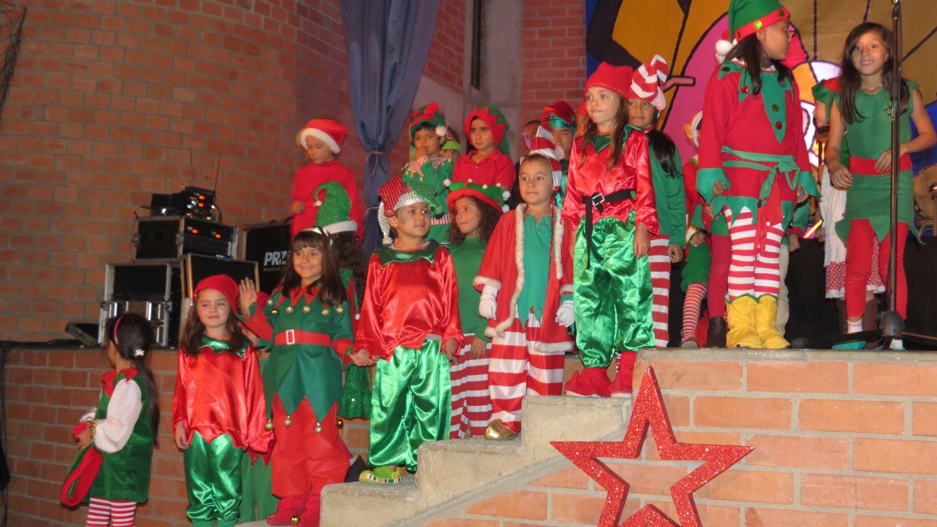 Estrellas que se robar en show durante nuestro tradicional evento: Noche de Luz y Navidad. Un espacio que da a relucir el trabajo artistico de nuestros estudiantes en artes plásticas, teatro y música.