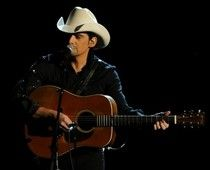 Brad Paisley's latest show of humility just makes me admire him all the more. How would YOU pay it forward if you were in his place? (click for story)