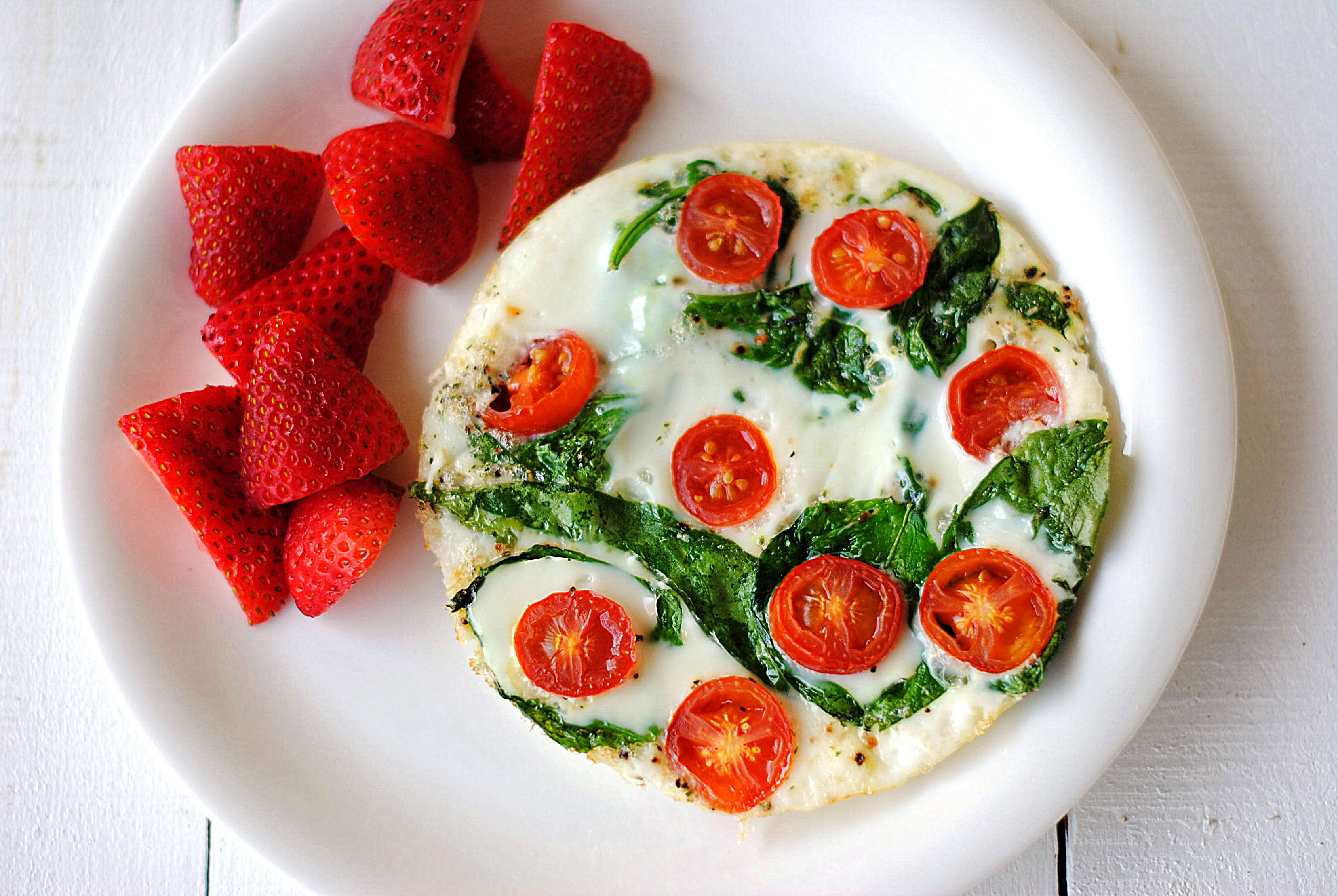 Spinach and Egg White Omelet - Eat Yourself Skinny