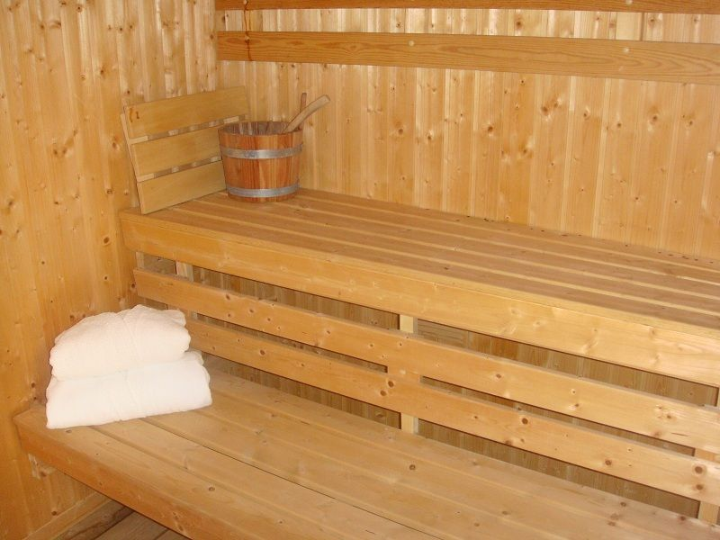 L'espace détente avec son #sauna pour des moments de répits et de tranquillité... #spa #piscine #relax #repos #calme #zen #masduterme