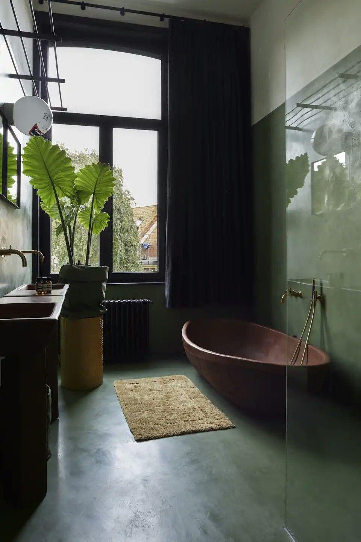 intérieur, déco : salle de bain, vert kaki, baignoire en bois ...