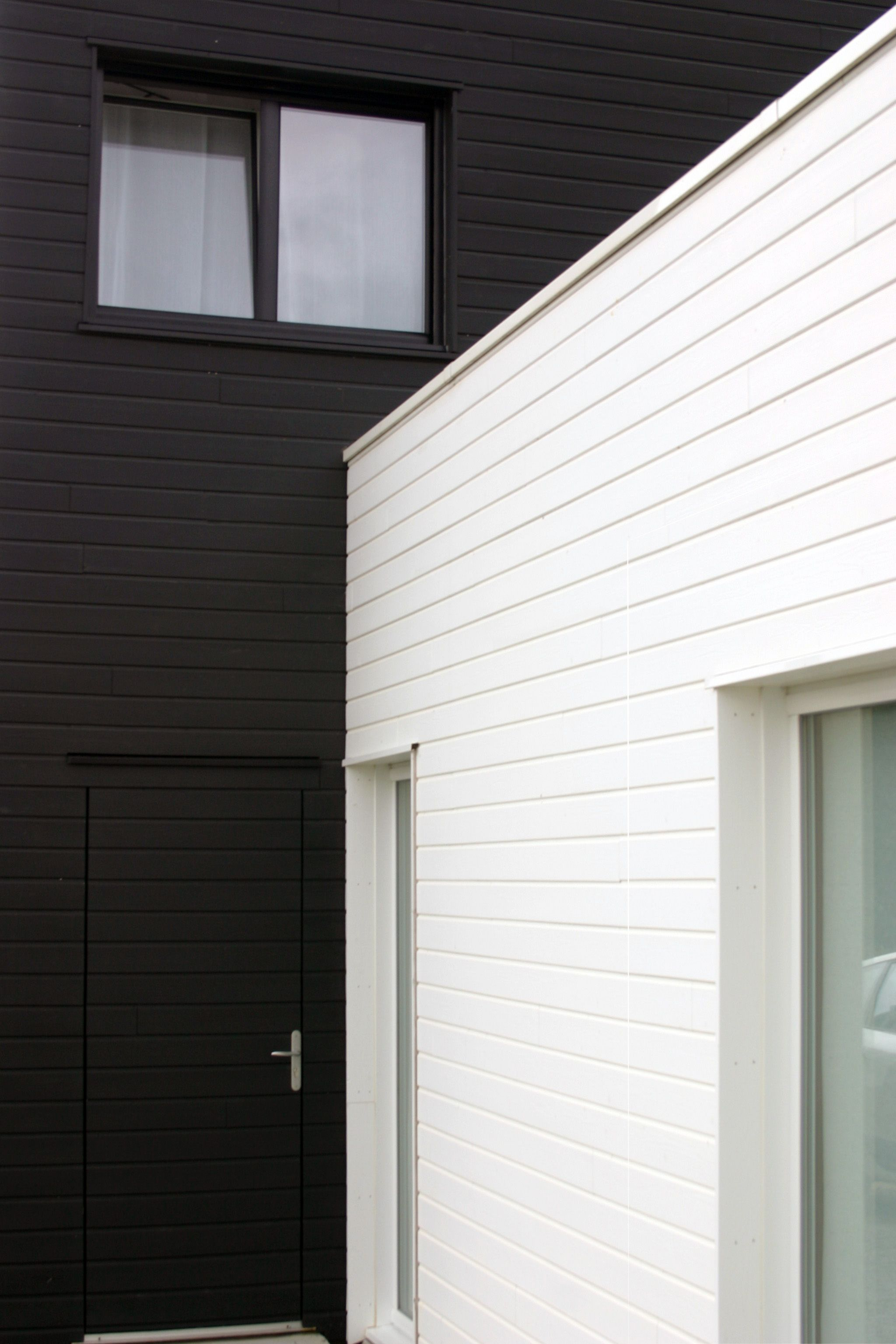 maison bardage noir blanc architecture pinterest bardage noir et maisons. Black Bedroom Furniture Sets. Home Design Ideas