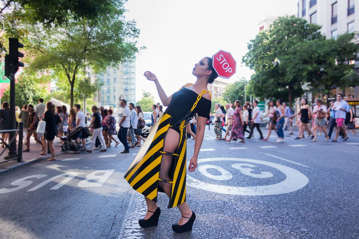 c1660041d3c Awesome Imaginative Fashion team work creating this outfit . #work #awesome  #ropa #nice #different #traffic #danger #peligro #safe #safetyfirst #dresses  ...