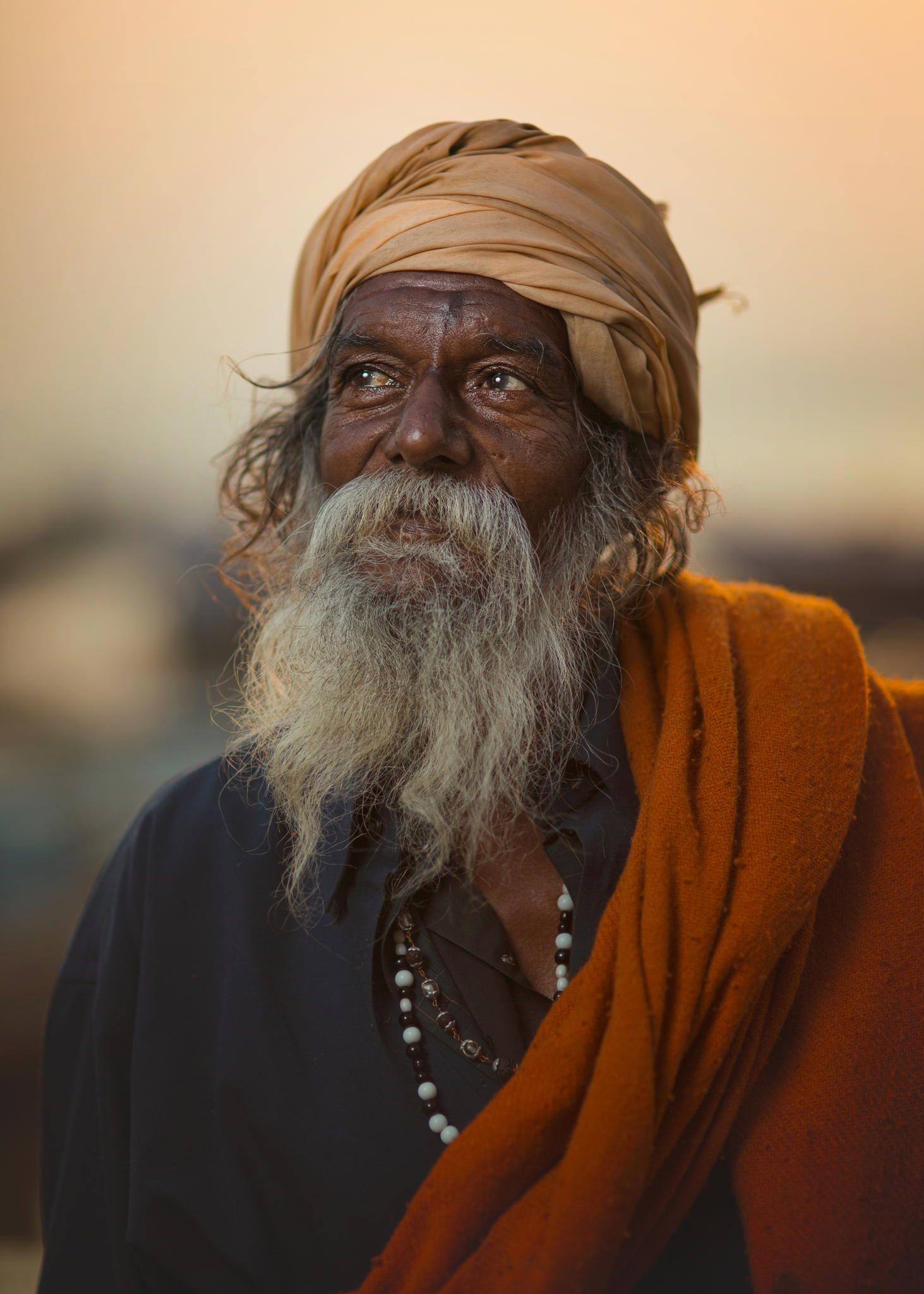 Sadhu Hindu Holy man in Varanasi, India Fotoideen