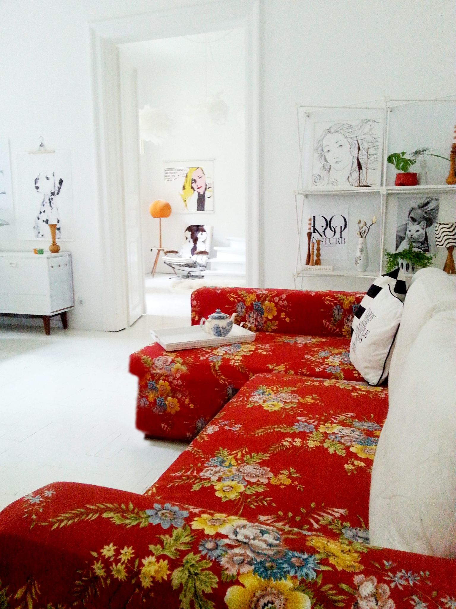 This Stunning Red Floral Sofa Looks Amazing In A Neutral White Apartment.  WoWu2026 More