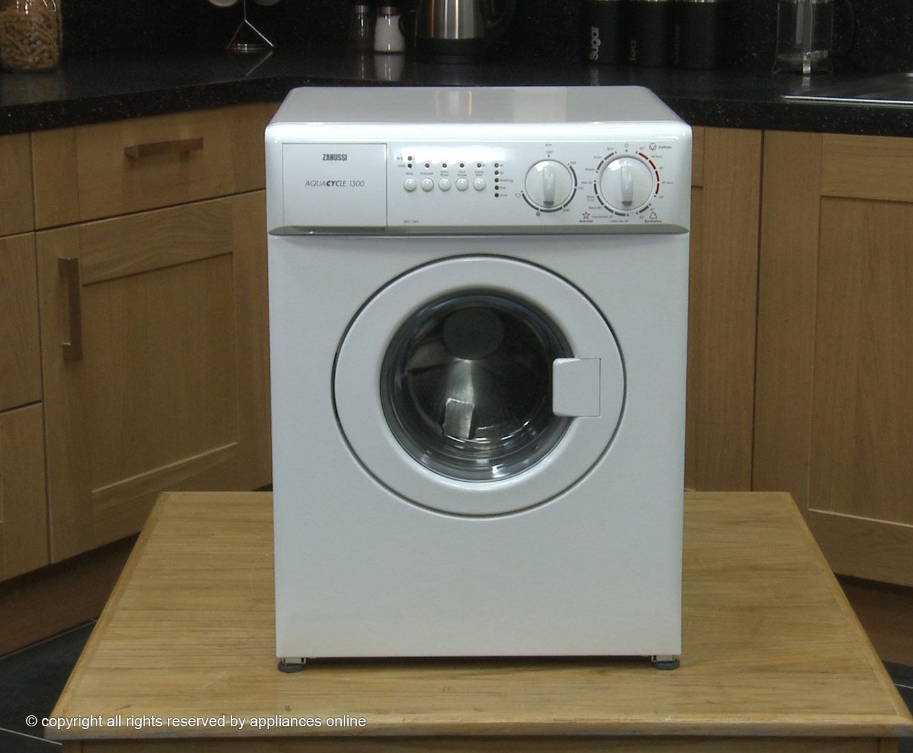 Check out http://www.bestwashingmachineguide.co.uk/small-washing ...