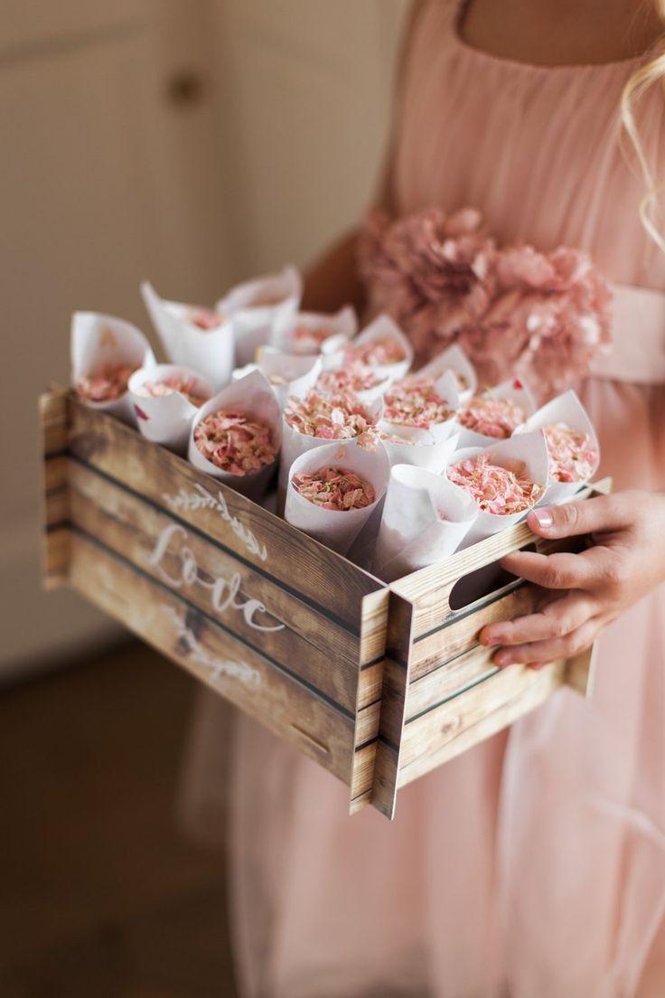 Romantische Blush Pink, Black Tie Hochzeit im Iscoyd Park, Shropshire von Jo Bradbury wedding confetti - Hochzeit Ideen #decorationeglise