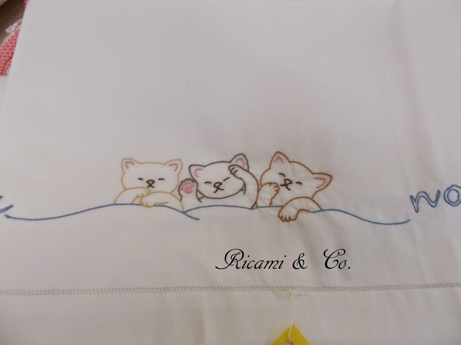 lenzuolini in cotone disegni di mani di fata ricamati a