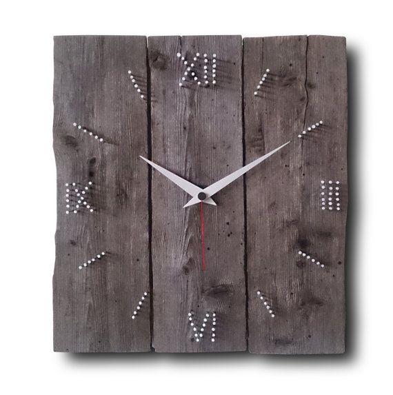Art culos similares a madera y clavos reloj de pared - Clavos para pared ...
