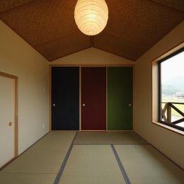 鶴居の家の部屋 カラフルな襖の和室2 撮影 後藤健治 襖 和室 家