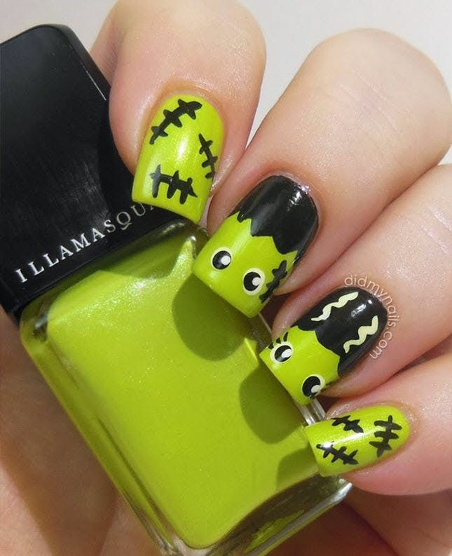 It doesn\'t get cuter than this bride of Frankenstein Halloween nail ...