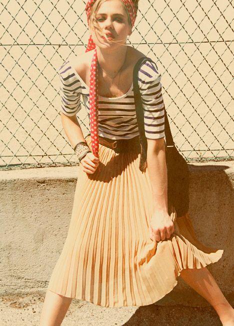 0f5a80bc51329 Manchette Las Vegas - Rétro - Satine création chez Vitrines Parisiennes jupe  longue plissée jaune et marinière, love it !