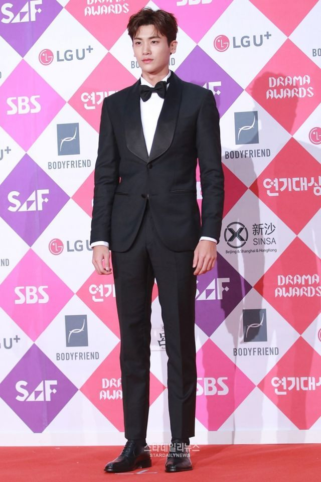 Photos Sbs Drama Awards 2016 Korean Actors And Actresses On The Red Carpet Korean Actors Actors Actresses Actors