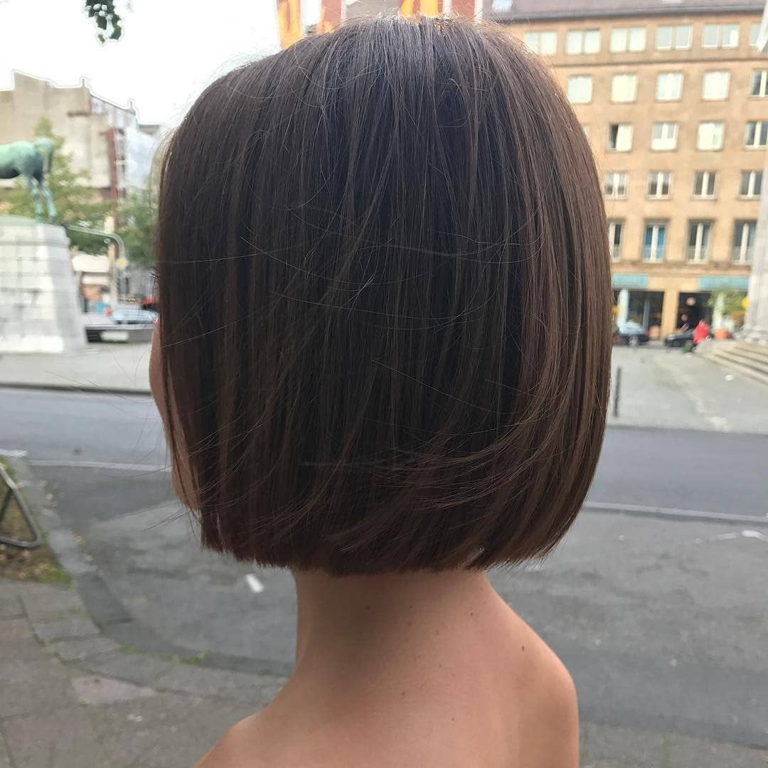 What A Beautiful One Length Bob From Hair Style Aachen Are You Thinking About Getting A Bob Haircut Dm Me Straight Bob Haircut Hair Styles Thick Hair Styles