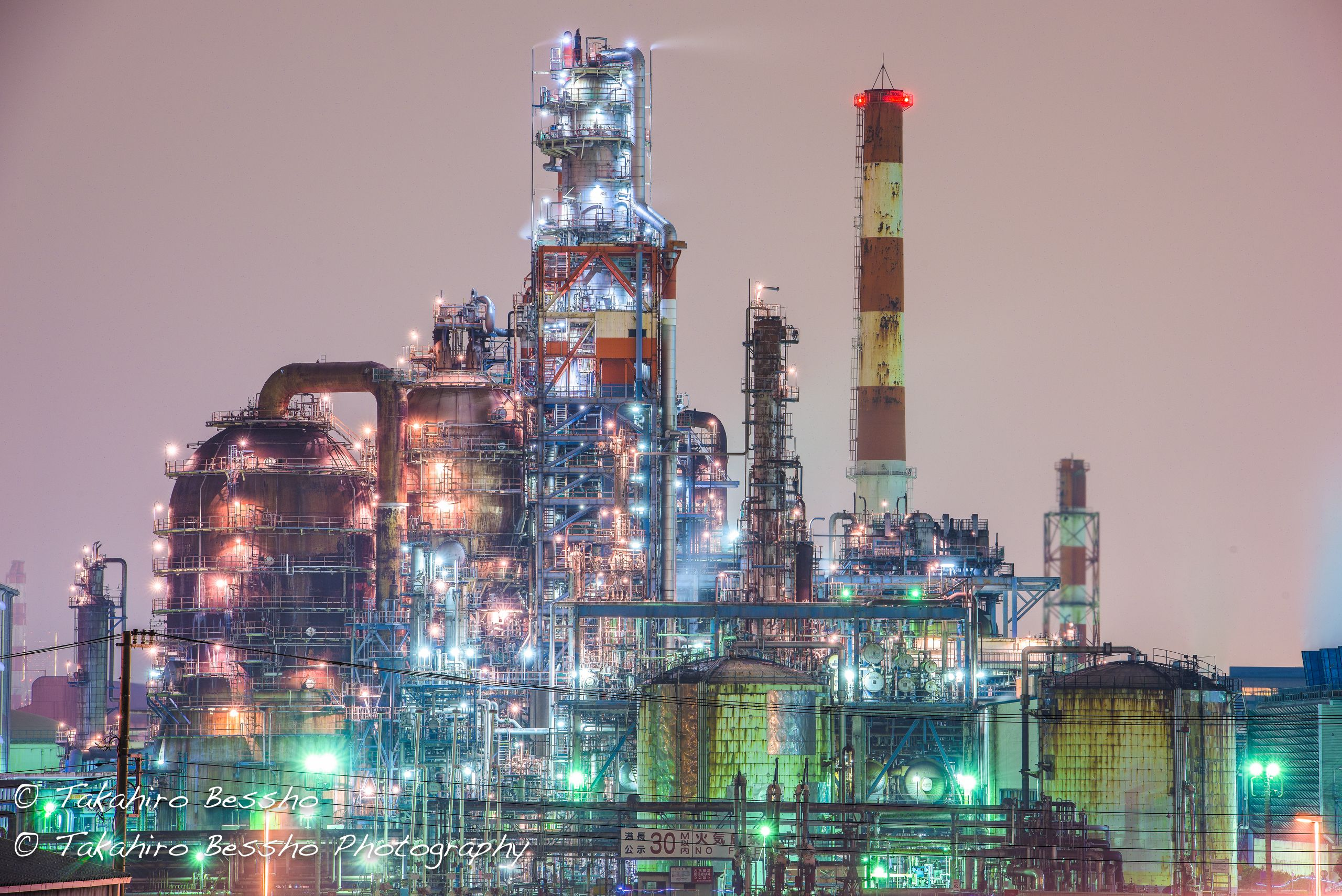 Twitterで話題 工場夜景 が ため息の出る美しさ 工場 夜景