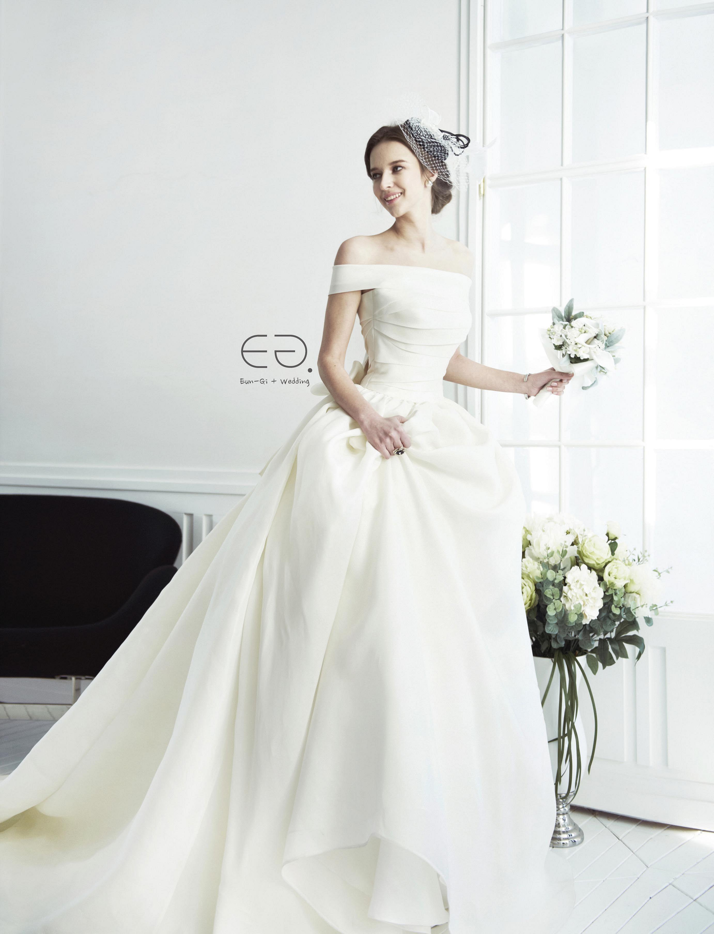 25 Gorgeous Korean Wedding Dress For Wedding Inspiration Wedding Dresses Simple Korean Wedding Dress Petite Wedding Dress [ 3614 x 2764 Pixel ]