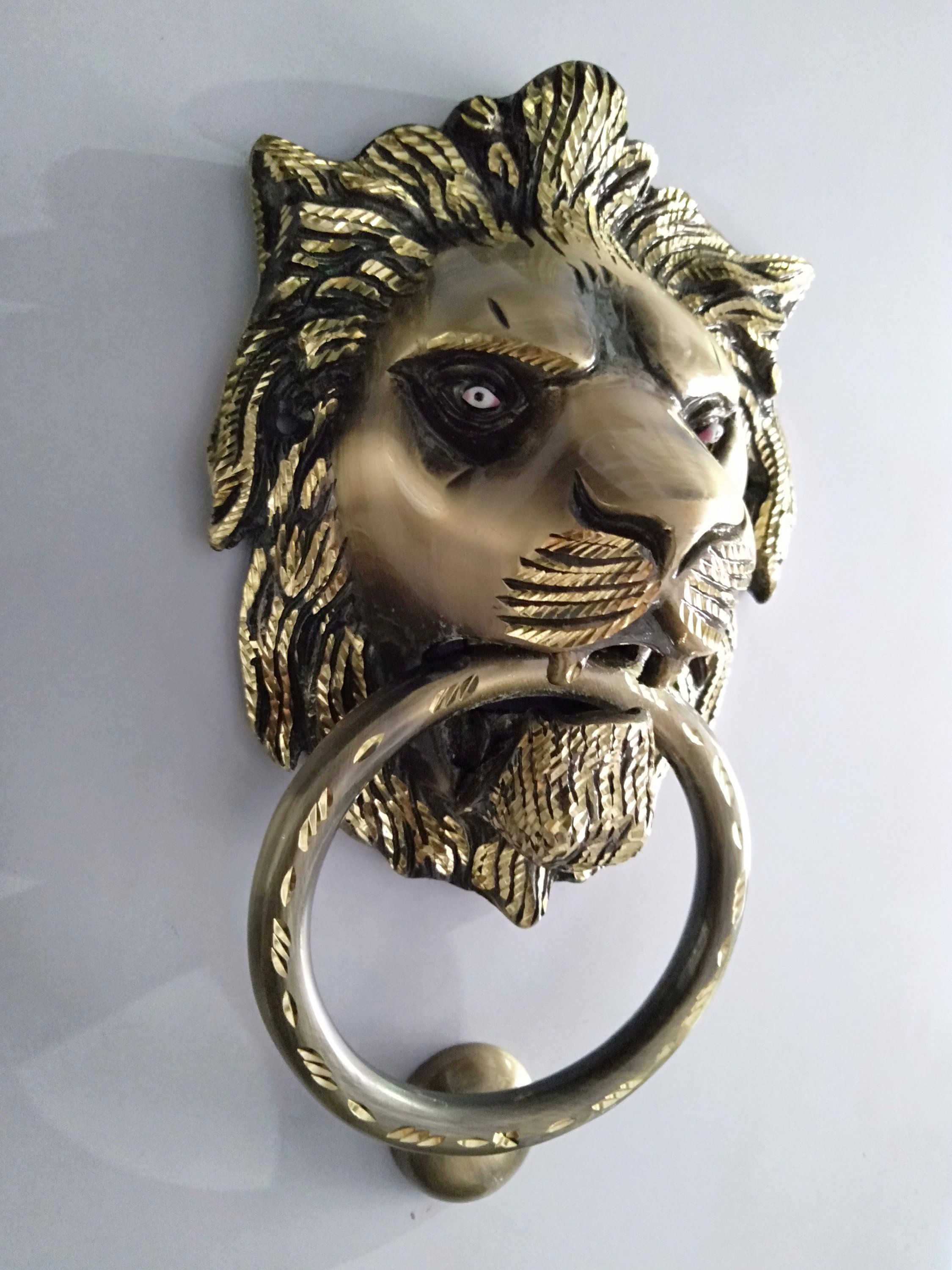 Classical Large Lion Head Door Knocker In A Unique Antique Bronze Finishing With White Lion Eyes On A Solid Brass Base Crafted In India In 2020 With Images Unique Antiques Largest