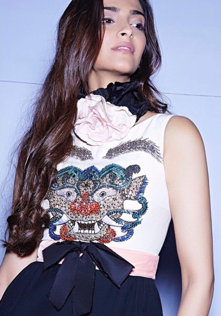 Pin by glamentality on bolly babes pinterest sonam kapoor