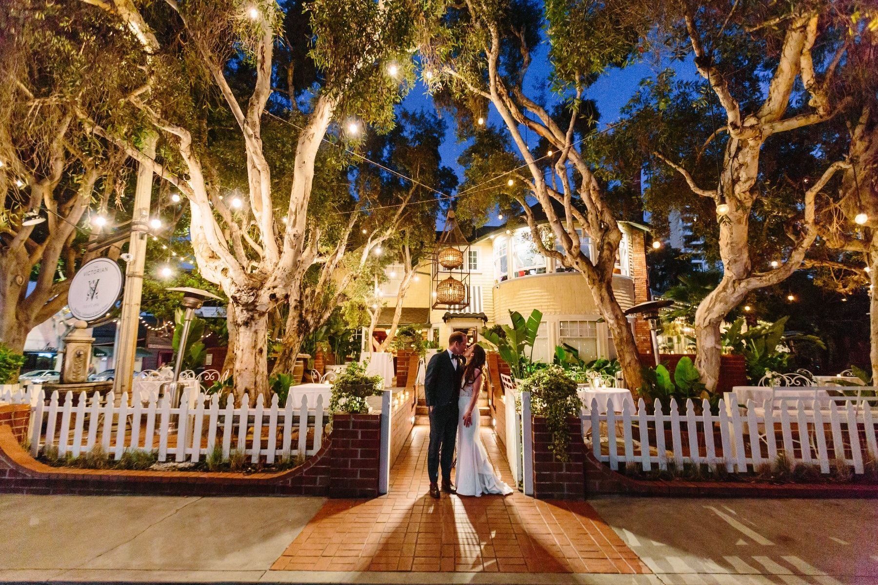 12 Los Angeles Venues For An Intimate Wedding See Prices Wedding Los Angeles Wedding Venue Los Angeles The Victorian Santa Monica