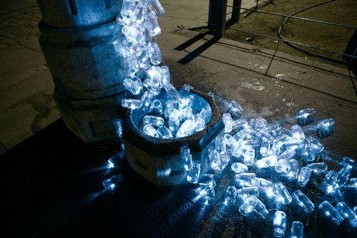 Agua potable corriendo por las calles