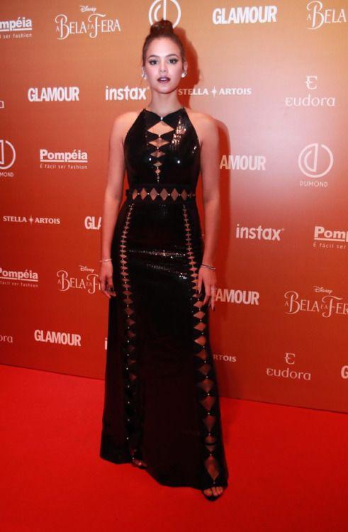 Bruna Marquezine arrasou no look escolhido para o Prêmio Geração Glamour  2017 Trajes, Vestidos, 702f769b97