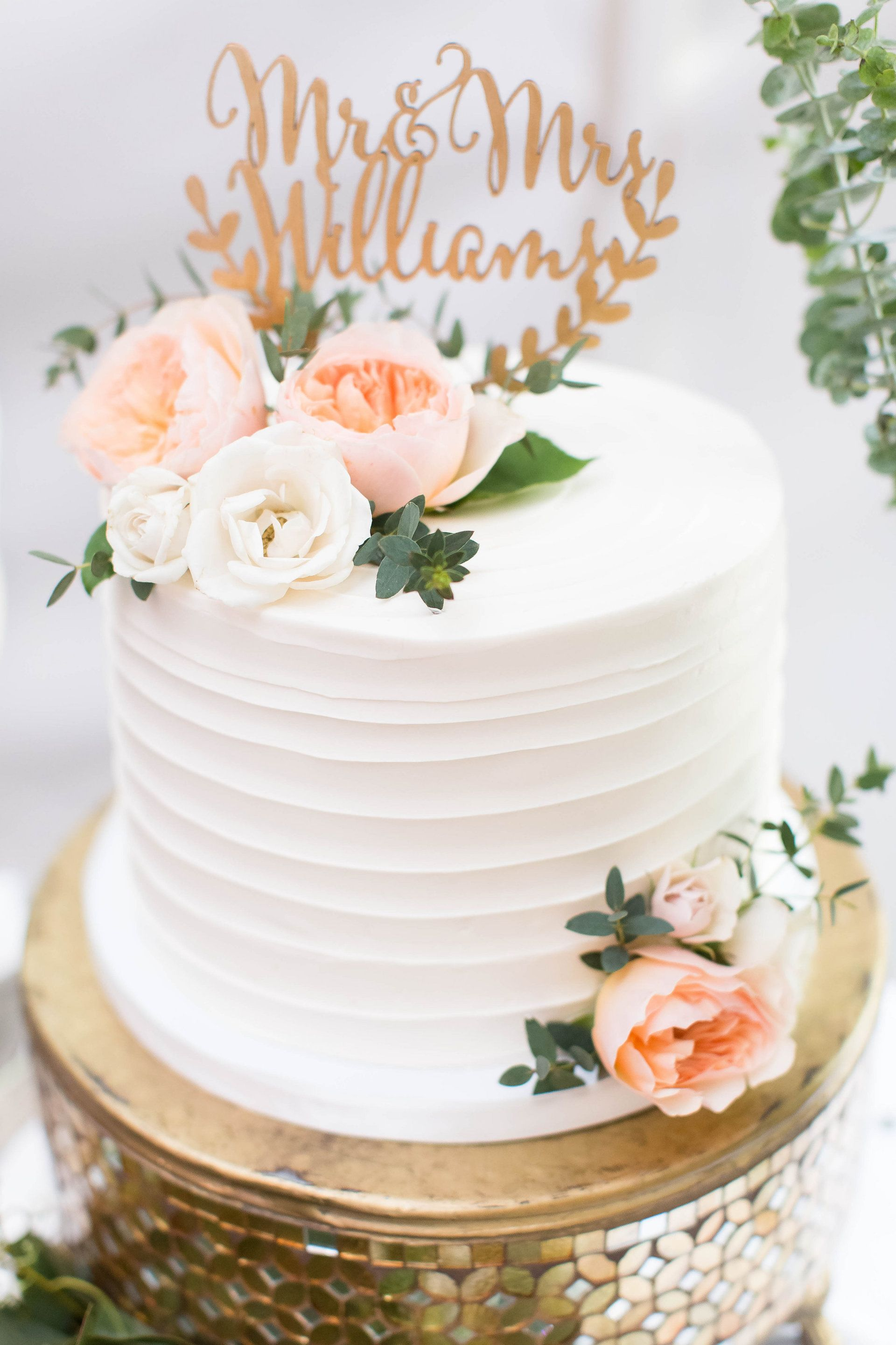 Small Wedding Cake With Fresh Flowers With Images Fresh Flower