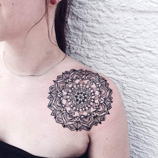 Souvent Tatouage de Femme : Tatouage Mandala Noir et gris sur Épaule  EQ65