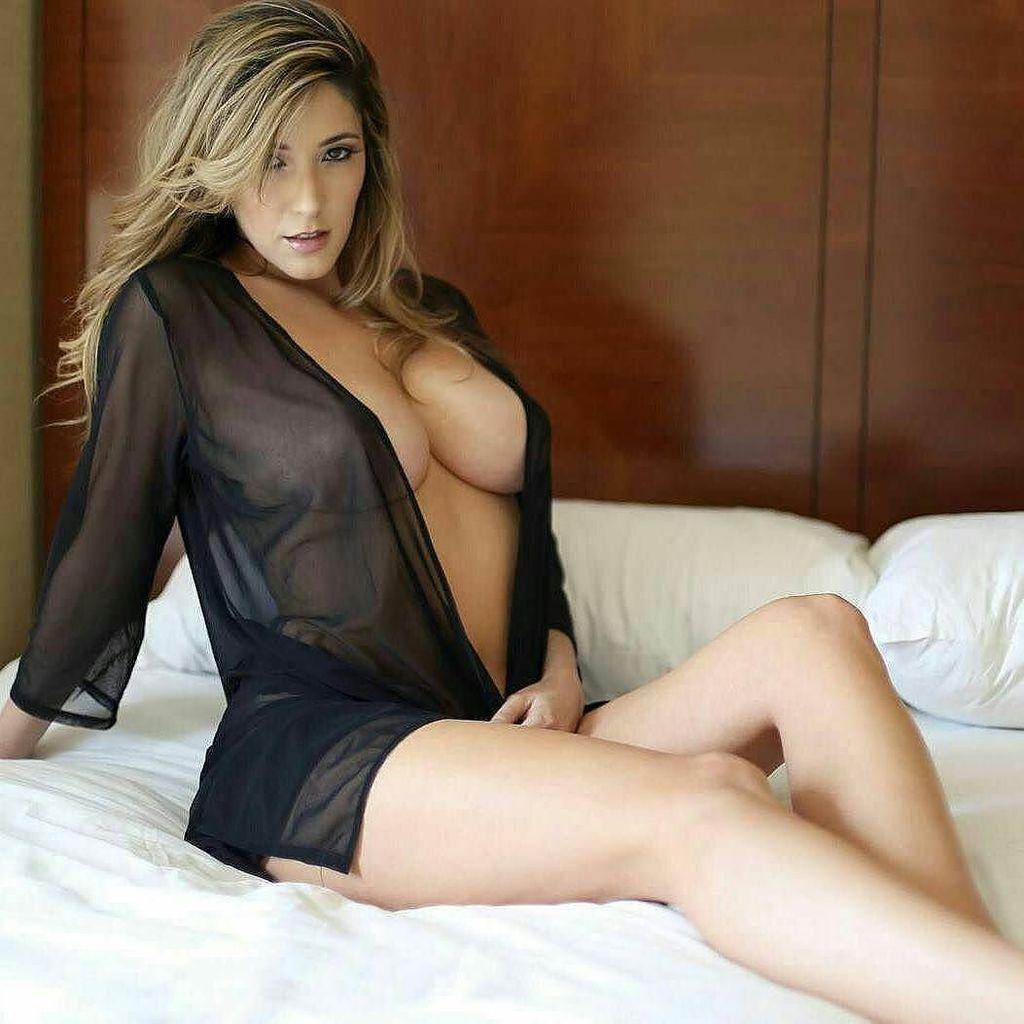 Beautiful hot woman hot bikinis and beautiful ladies for Lovely hot pics