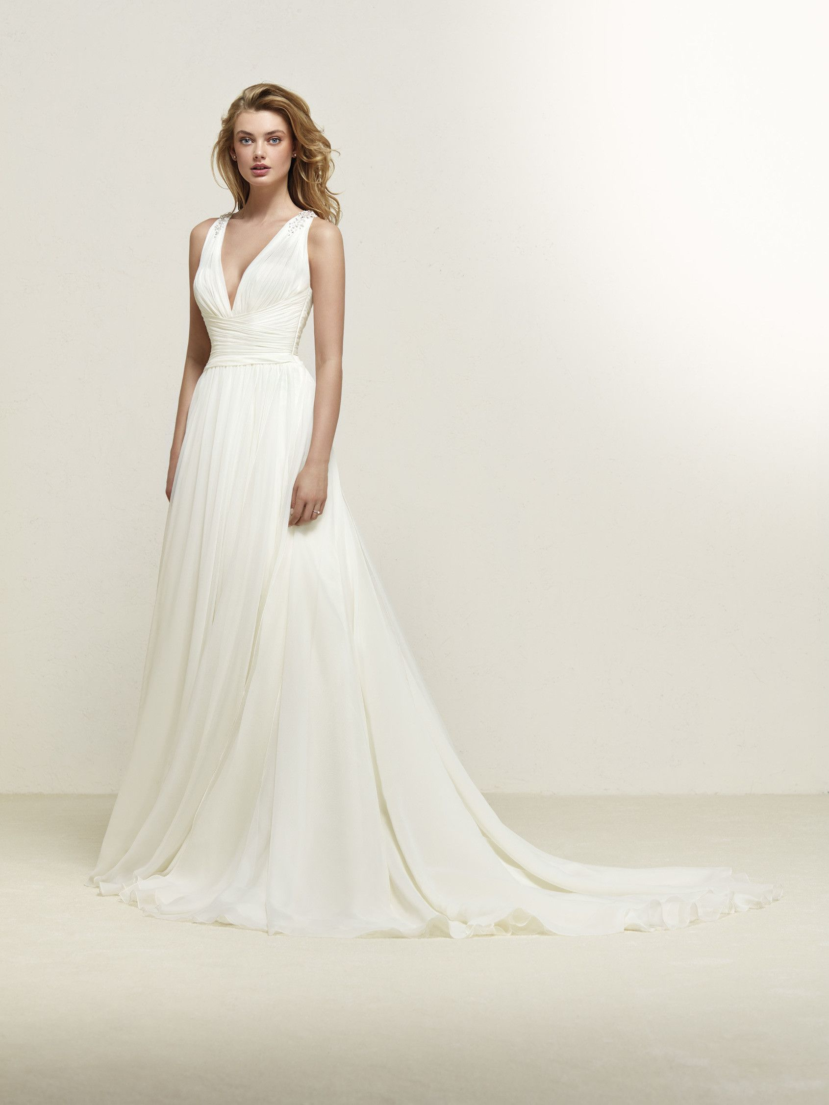 Dresden Flared Wedding Dress With Lots Of Movement Pronovias