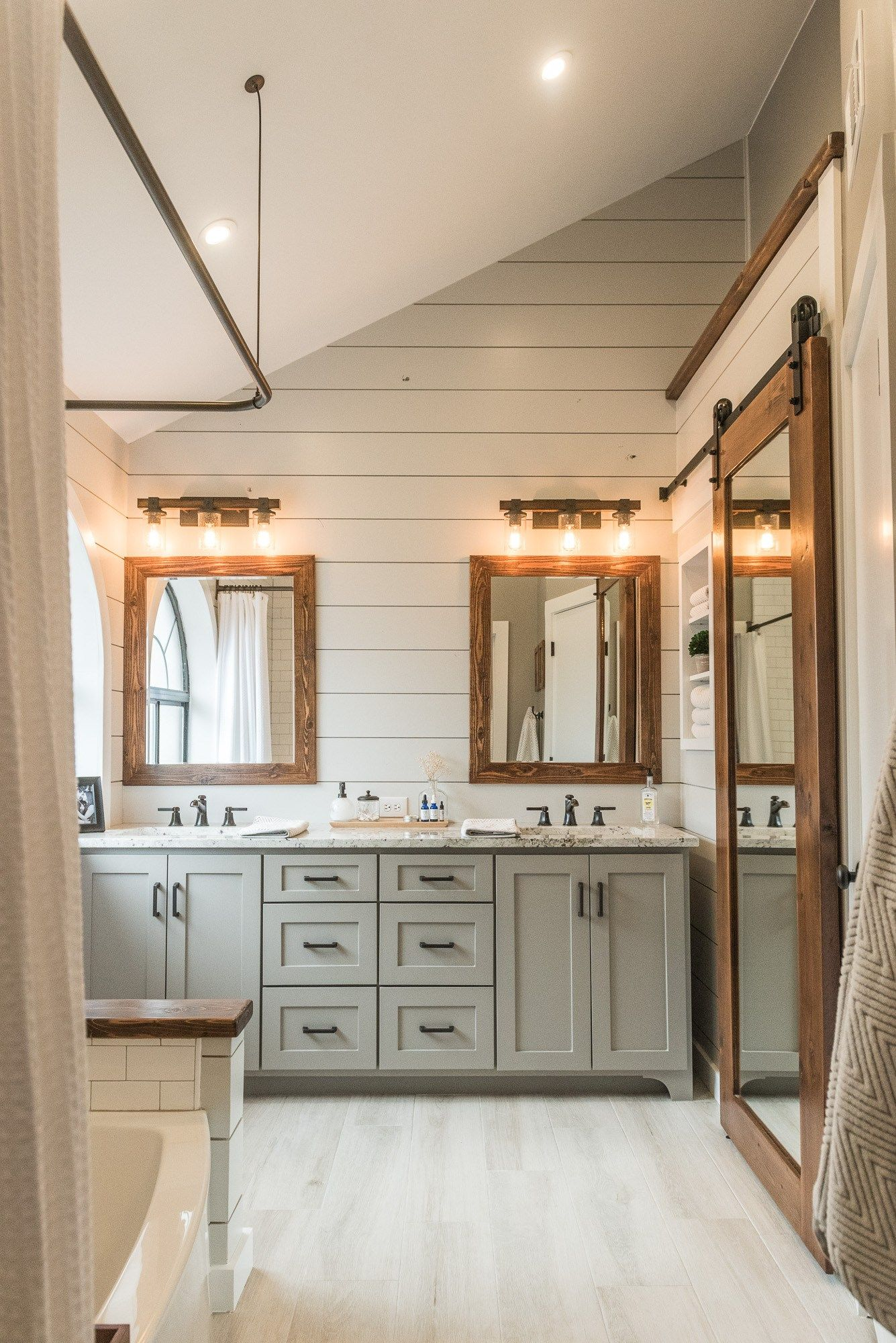 Modern Farmhouse Bathroom Inspiration | Bathroom Design Ideas