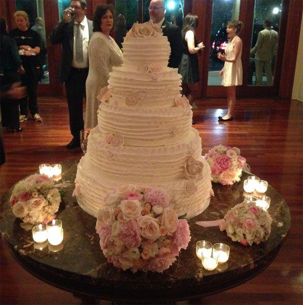 Jamie Lynn Spears Wedding Cake All The Details Here Jamie Lynn Spears Wedding Large Wedding Cakes Wedding Cakes