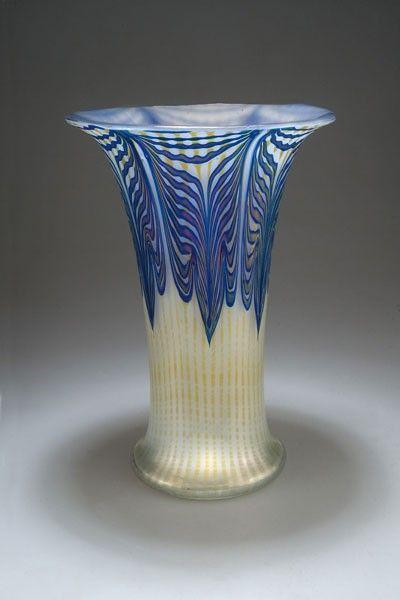 "CLASSIC FORM + SUPERIOR PATTERN AND CONTRAST Johann Lötz Witwe, Klostermühle, Iridescent Glass Vase. Decor: ""Phänomen Gre 2/187"""
