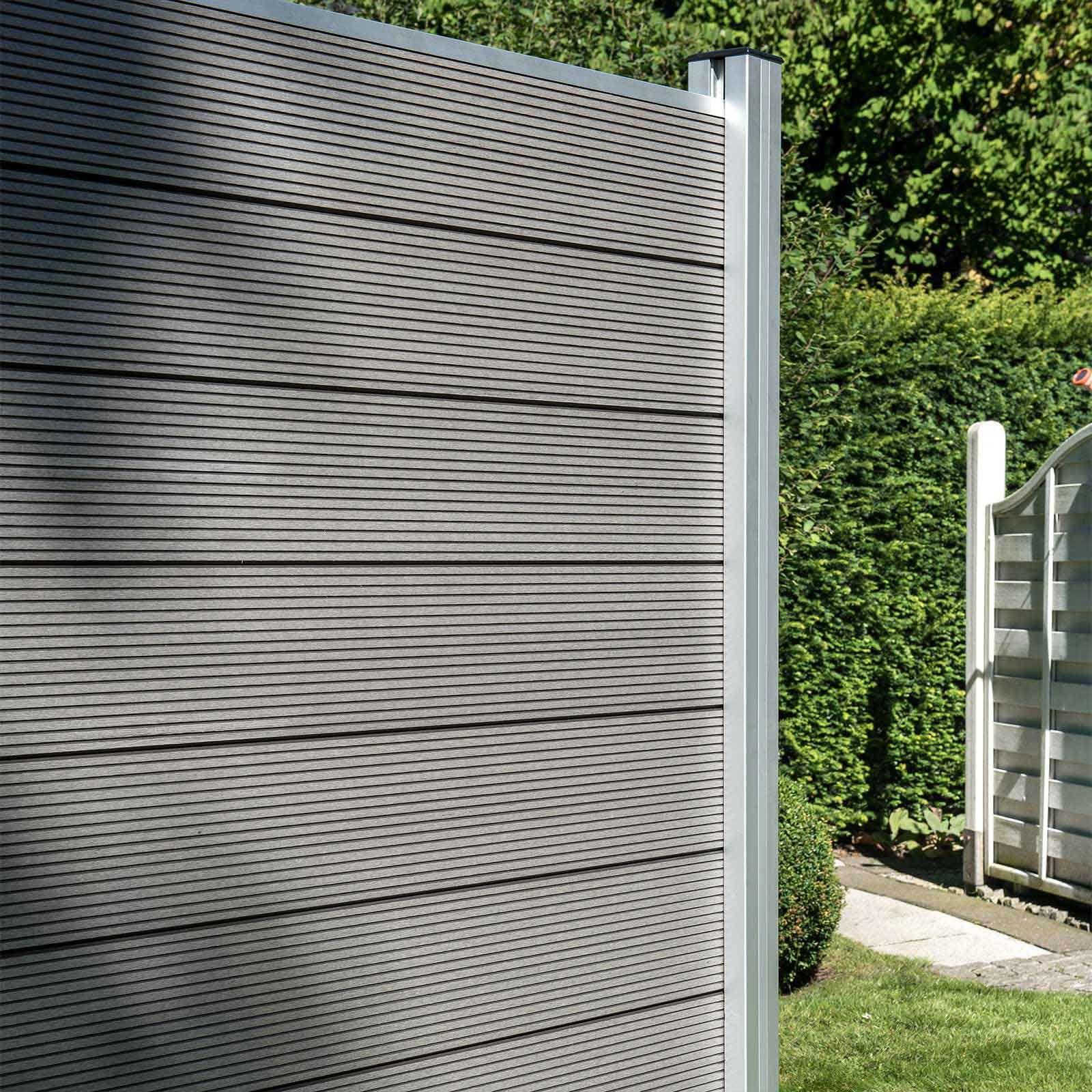 Fur Diesen Zaun Werden Die Stabilen Kunststoffbretter Einfach