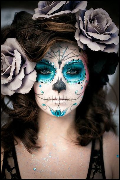 Gorgeous and haunting Dia de los Muertos face paint Makeup - best halloween face painting ideas