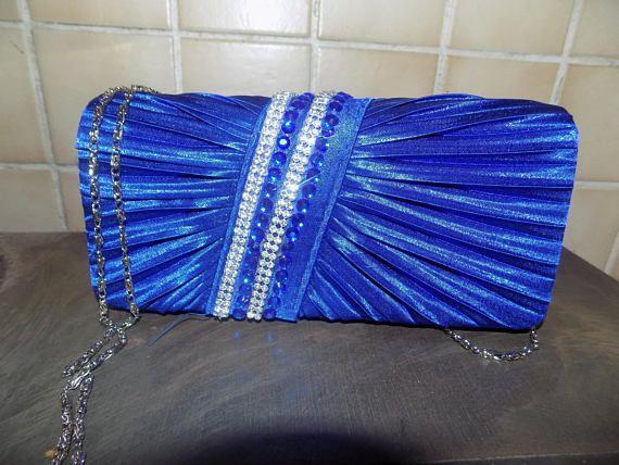 jolie petit sac de soiree bleu roy et strass
