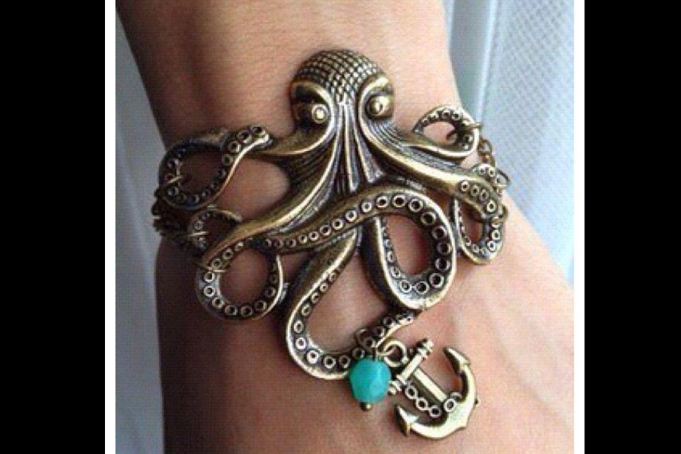 Love this bracelet! I want!!!