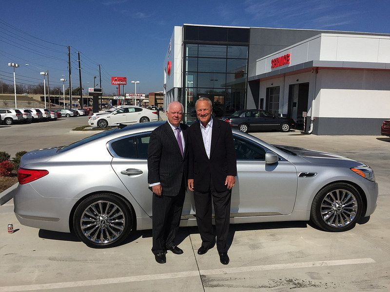 Midtown KIA's owners Barry Switzer and Mike Sullivan made a special visit on Wednesday! Barry upgraded by trading in his Mercedes s550 for the luxurious #KIA #K900!