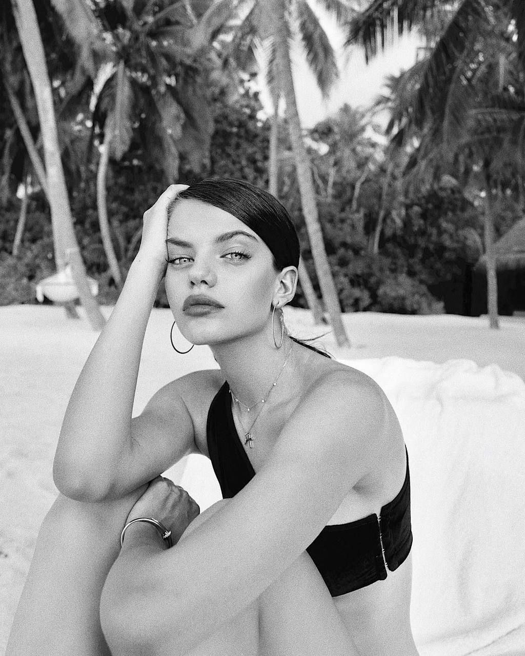 Discovered By Thais Find Images And Videos About Girl Model And Sonia Ben Ammar On We H Black And White Aesthetic Black And White Photography Black And White