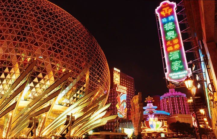 A Macau landmark since the 1960s, the Casino Lisboa was re-created as part of the Grand Lisboa resort in February 2007.