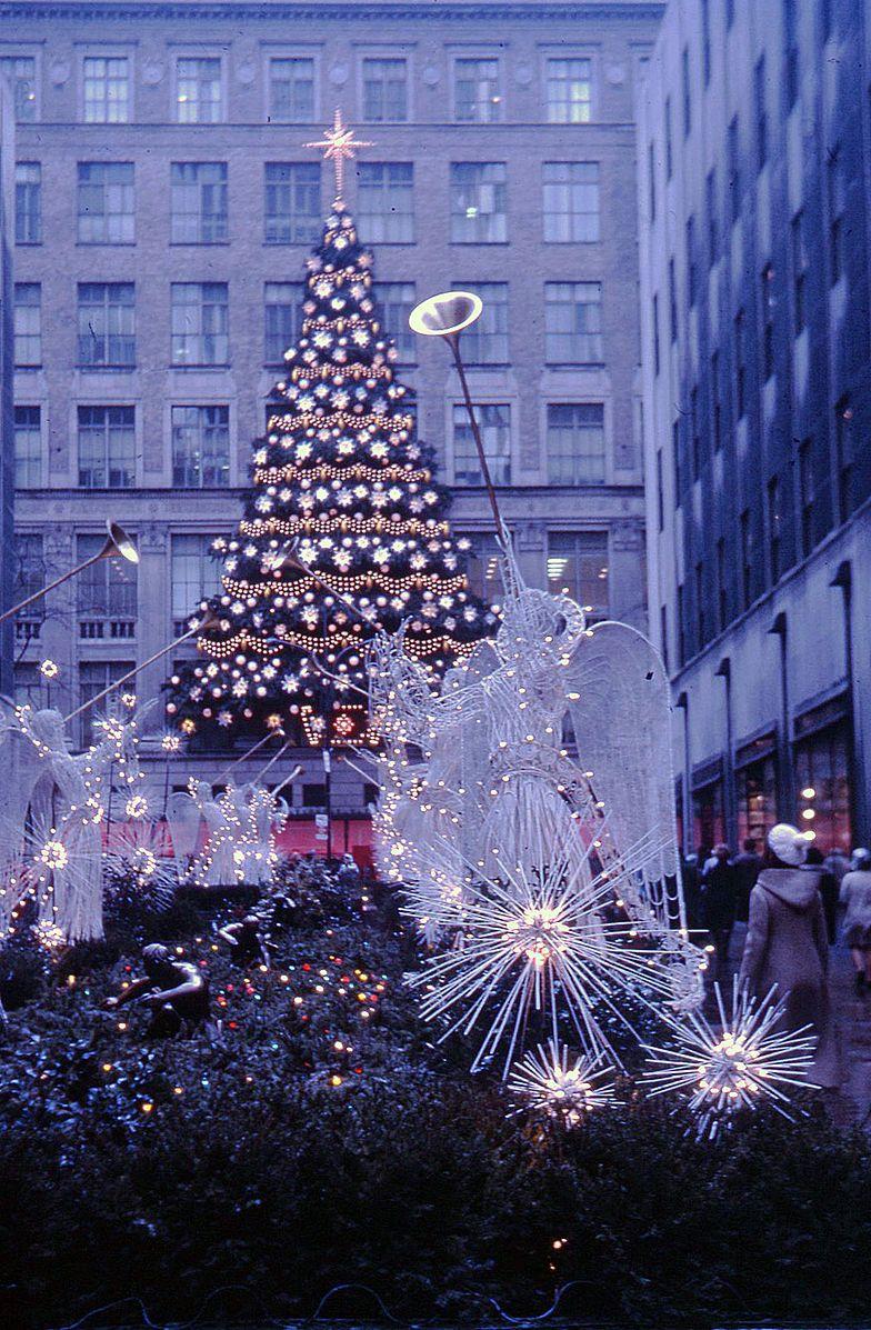 Rockefeller Center Christmas tree, New York, 1970 | Christmas Around ...