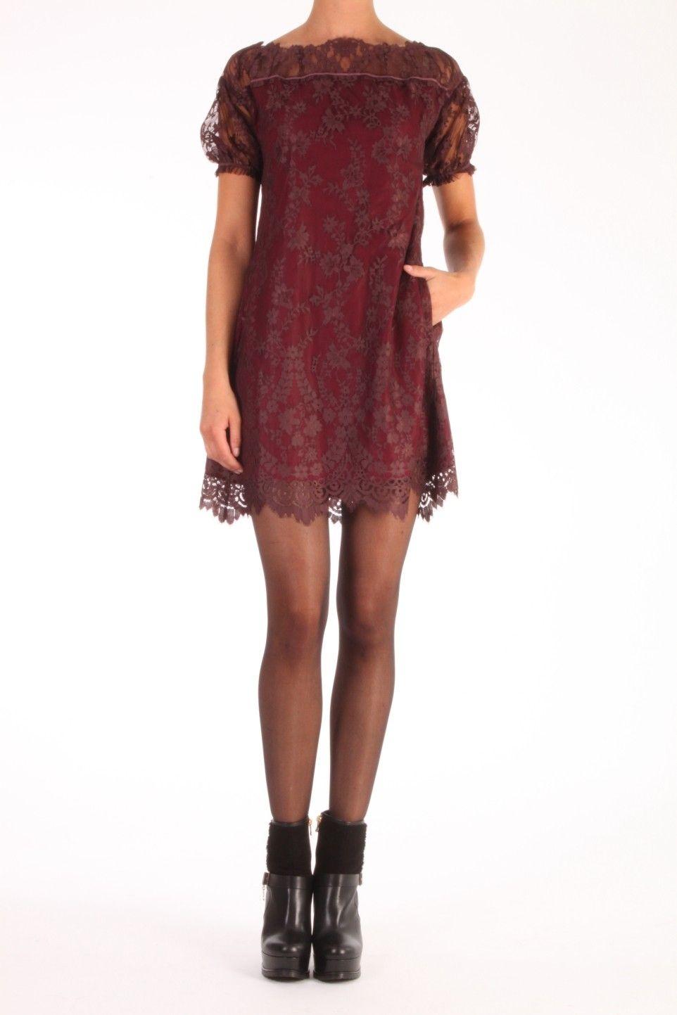 af50d1ebb0cc44 Deze jurk van Twin-Set bestaat uit 2 lagen. De bovenlaag is van kant