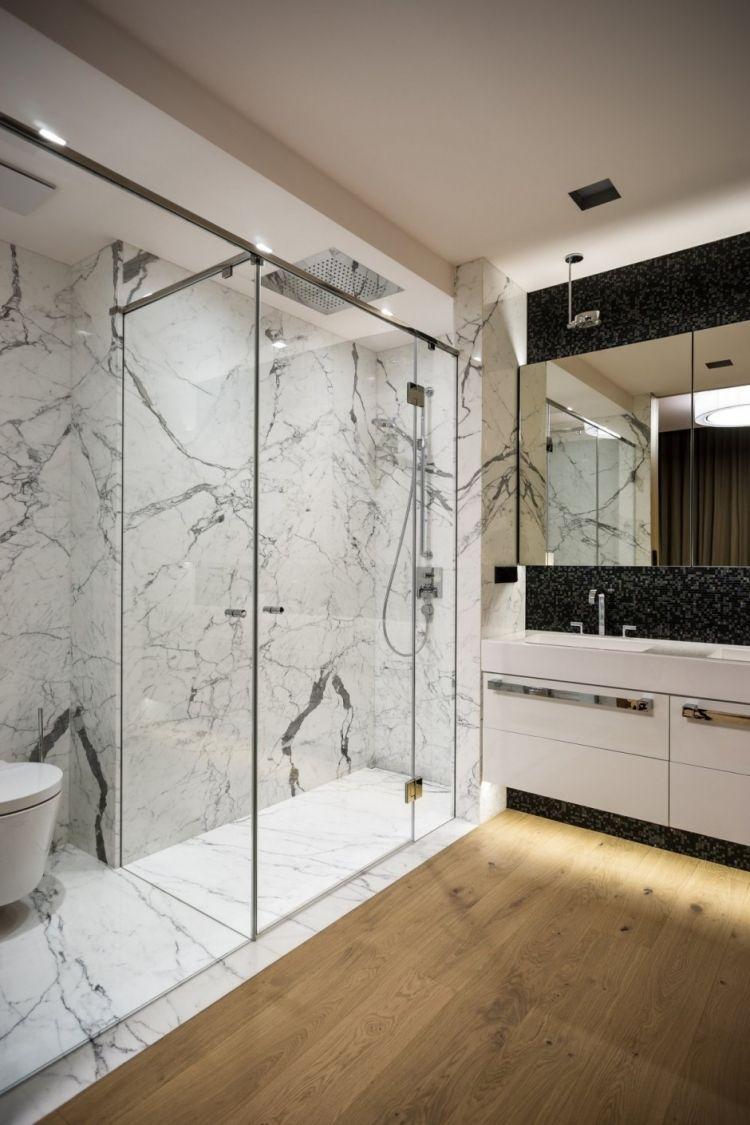 Kleine Badezimmer Einrichten Weiss Marmor Schwarz Fliesen Holzboden Dusche Waschtis Minimalistische Badgestaltung Minimalistisches Badezimmer Kleine Badezimmer