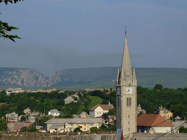 Turda a fost fondata pe vremea dacilor, sub numele de Turdava;  cucerita de romani si redenumita Potaissa, regiunea a cunoscut o evolutie deosebita in evul mediu, perioada in care s-au tinut la Turda nu mai putin de 127 Diete ale Transilvaniei.