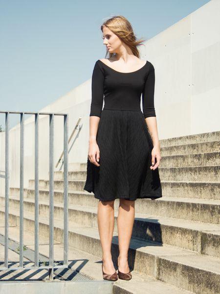 schlichtes Kleid, Viskose // simple black dress via ...