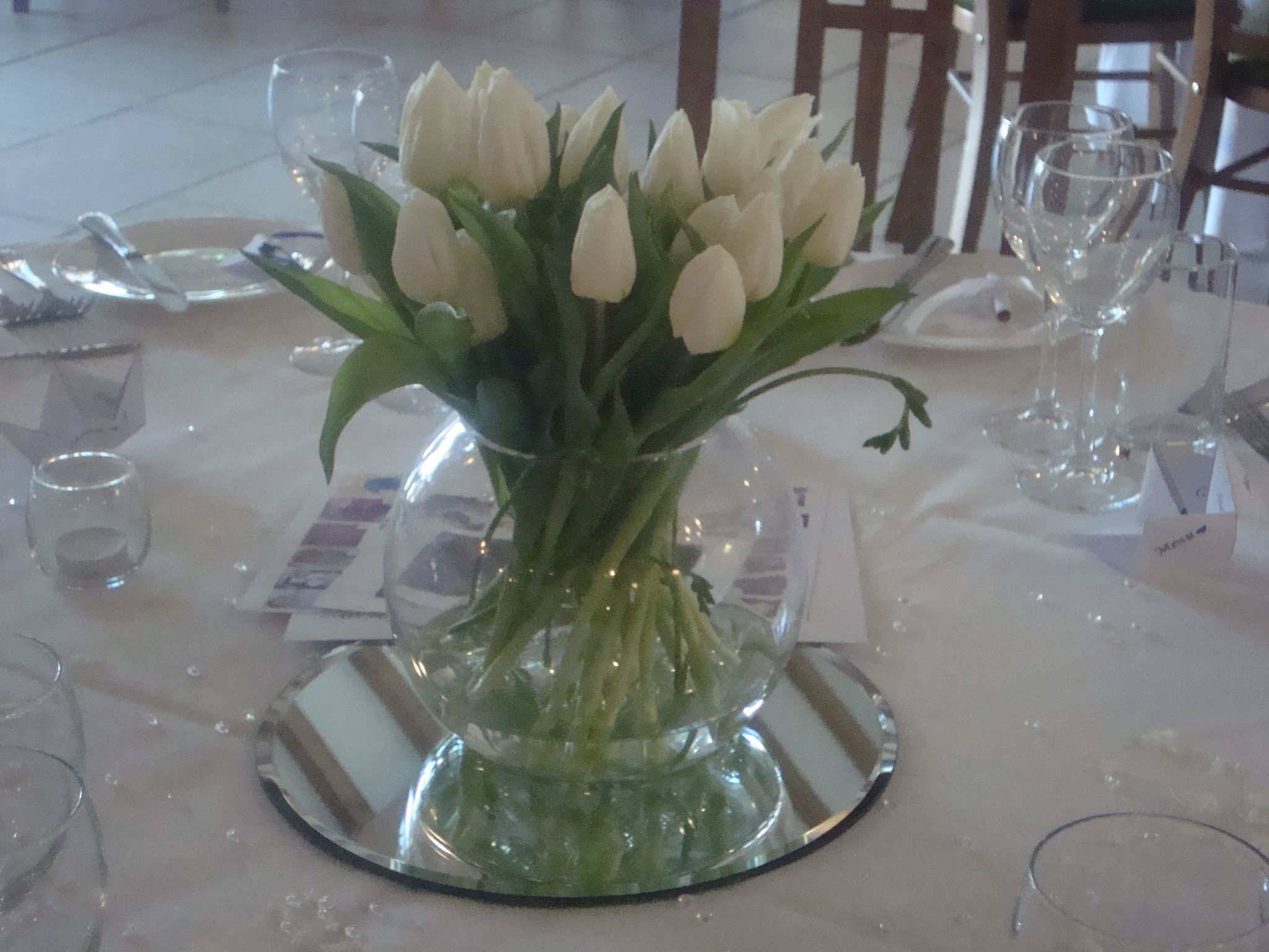 Fish bowl centrepiece with tulips wedding centrepieces fish bowl centrepiece with tulips reviewsmspy