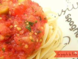 Tallarines con salsa de tomate fresco