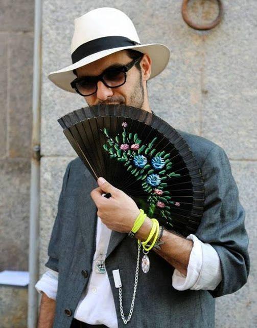 The Style Buff Magazine // by Gianni Fontana: Hand fan at Pitti and men's  fashion week   Mens fashion week, Mens fashion, Fashion week