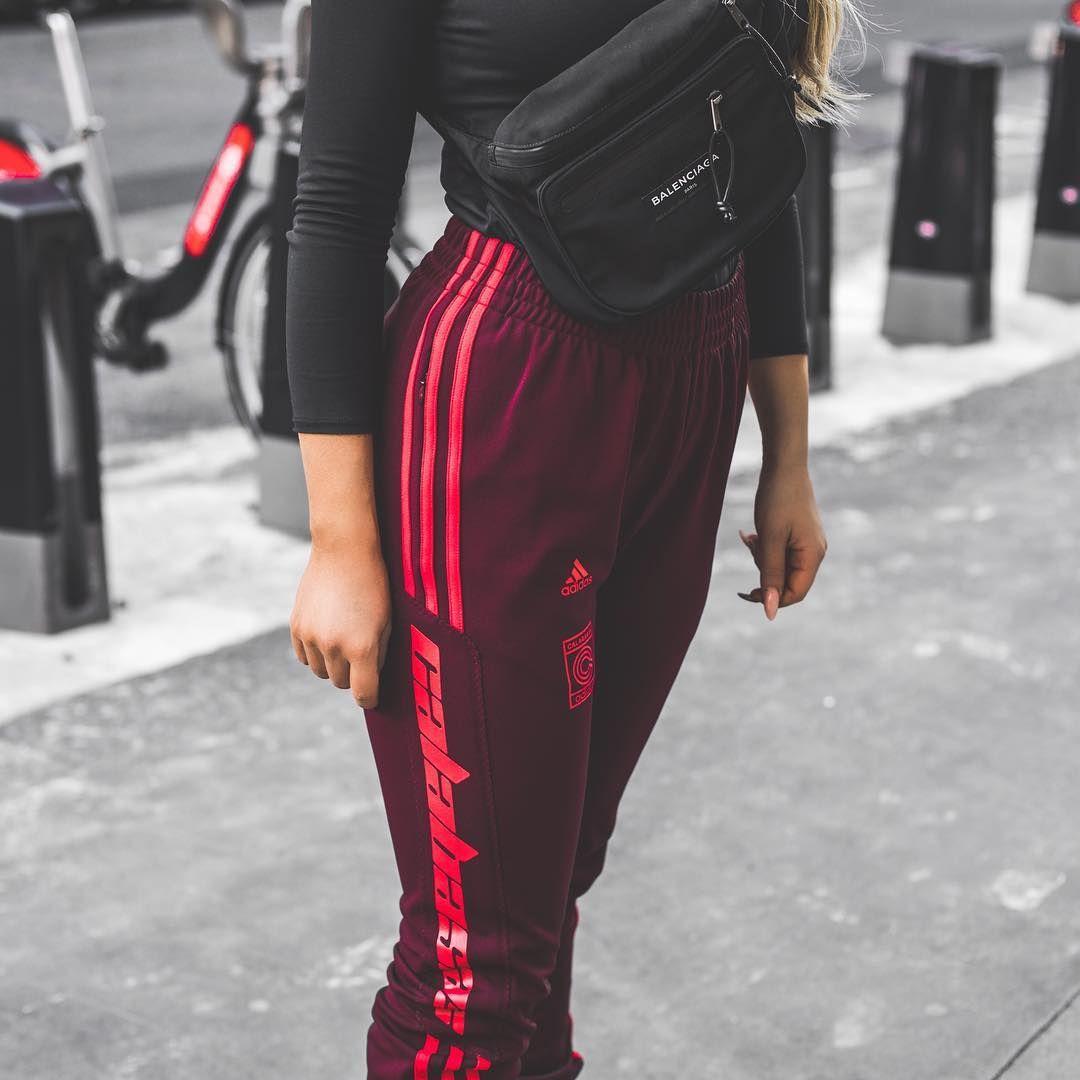 c1622a785bdd2 adidas Calabasas Track Pants    was eine coole Farbkombi! Foto  https